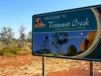 Đến vùng Tennant Creek và quần đảo Tiwi bằng vé máy bay đi Úc giá rẻ