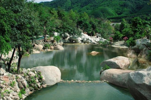 Tham quan một suối khoáng nóng ở Đà Nẵng