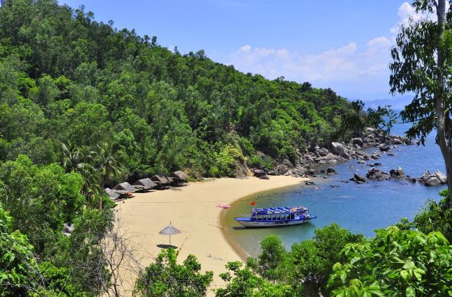 Đặt vé máy bay đi Đà Nẵng để đến bãi Cát Vàng