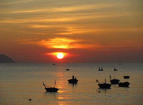 Ngắm bình minh trên biển